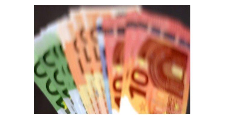 Come riconoscere in un attimo le banconote euro false.
